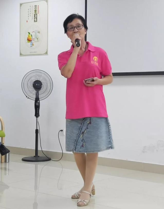 王丽芳女士演唱歌曲《梦中的妈妈》
